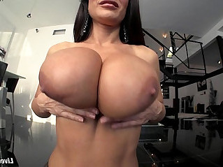 LiveGonzo Lisa Ann Busty Gets Down and Dirty