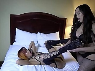 Interracial pussy worshippers and smotherers